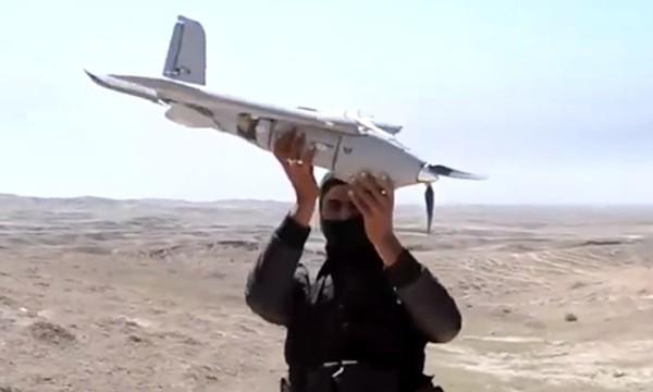 Máy bay không người lái nghi của Nhà nước Hồi giáo bị phiến quân Sarya Ansar al Al qaeda ở Libya bắt được. Ảnh:RT.