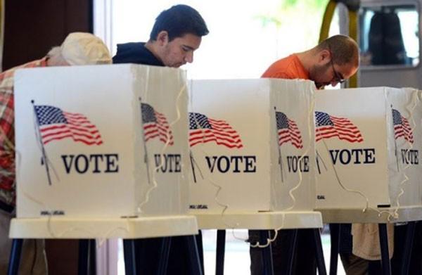 Cử tri Mỹ bỏ phiếu. Ảnh:Reuters