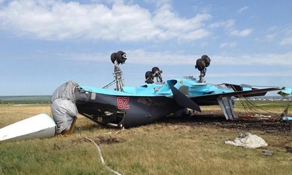 Chiếc Su-34 của Nga nằm ngửa bụng trên bãi cỏ. Ảnh:Defense-aero.