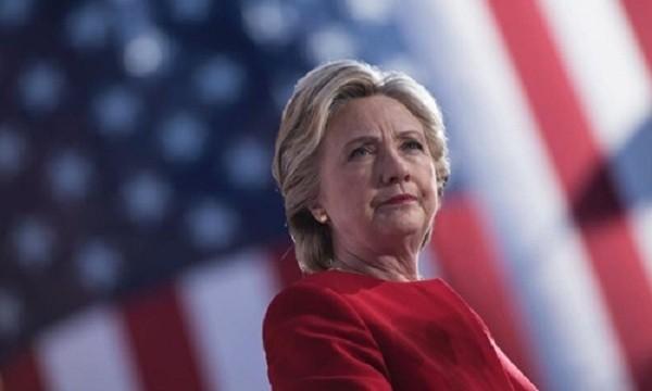Tổng thống Mỹ Barack Obama được cho là đã gọi điện khuyên bà Hillary Clinton nhận thua trước đối thủ Donald Trump vào đêm kết quả bầu cử được công bố. Ảnh minh họa:AFP
