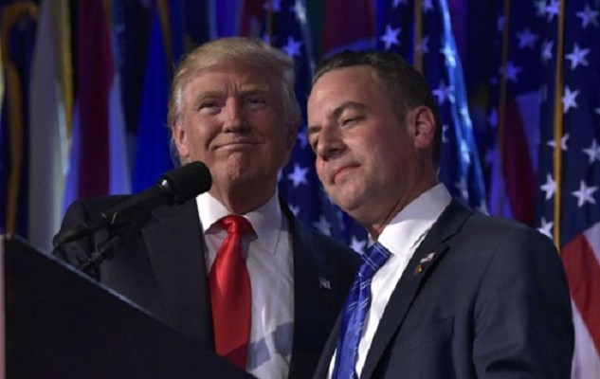 Tổng thống đắc cử Donald Trump và cố vấnReince Priebus, chủ tịch Ủy ban Quốc gia đảng Cộng hòa. Ảnh:AFP