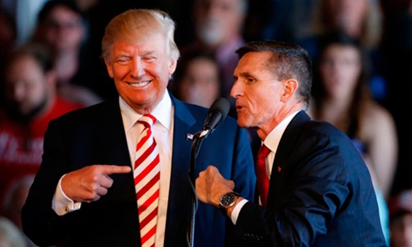 Donald Trump (trái) và tướngMichael Flynn. Ảnh:George Frey