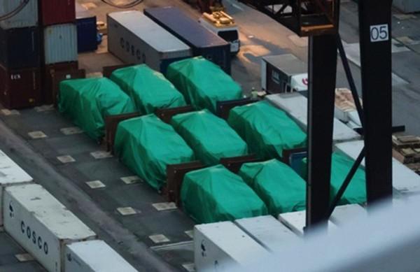 Lô xe bọc thép Singapore bị giữ tại cảng Hong Kong. Ảnh: macaudailytimes