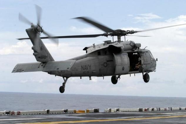 Trực thăng hải quân MH-60 của Mỹ. (Ảnh: Reuters)