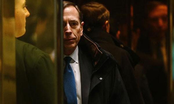 Ông David Petraeus xuất hiện tại Tháp Trump. Ảnh:Reuters