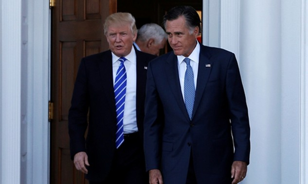 Mitt Romney (phải) đến gặp Tổng thống đắc cửMỹ Donald Trump tại Câu lạc bộ Golf quốc gia Trump ở Bedminster, bang New Jersey hôm 19/11. Ảnh:Reuters