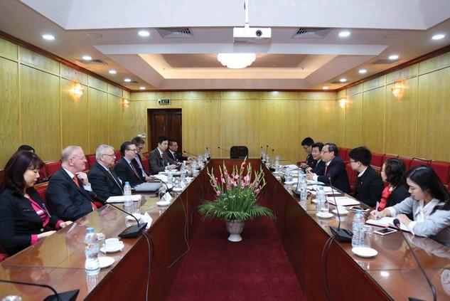 Cuộc làm việc giữa Thứ trưởng Bộ KH&ĐT Nguyễn Văn Hiếu với Đoàn doanh nghiệp của Hội đồng Kinh doanh Hoa Kỳ - ASEAN. Ảnh: Đức Trung