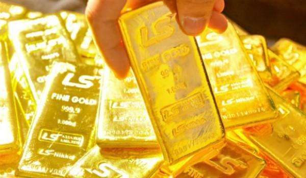 Giá vàng giảm mạnh khi đồng USD tăng.