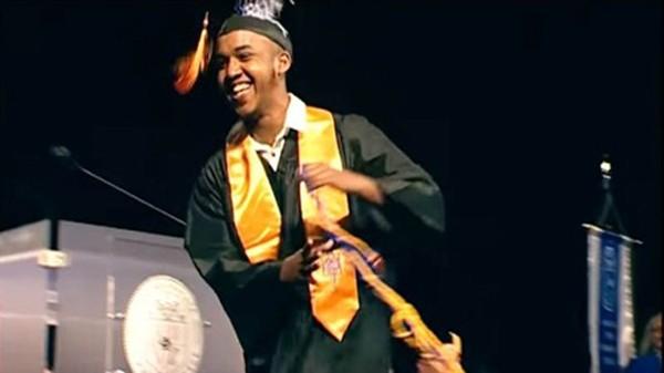 Abdul Razak Ali Artan trong bức ảnh tốt nghiệp trường cao đẳng cộng đồng Columbus năm nay. Ảnh:BBC