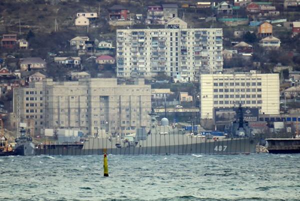 Một tàu hộ vệ tên lửa lớp Gepard được Nga khử từ vào ngày 29/11, trong khi chiếc còn lại bắt đầu thử nghiệm trên biển từ giữa tháng 11.