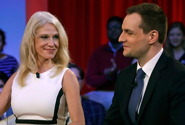 Robby Mook, quản lý chiến dịch tranh cử Clinton - Kaine (phải), và Kellyanne Conway, quản lý chiến dịch tranh cử Trump - Pence. Ảnh: AP.