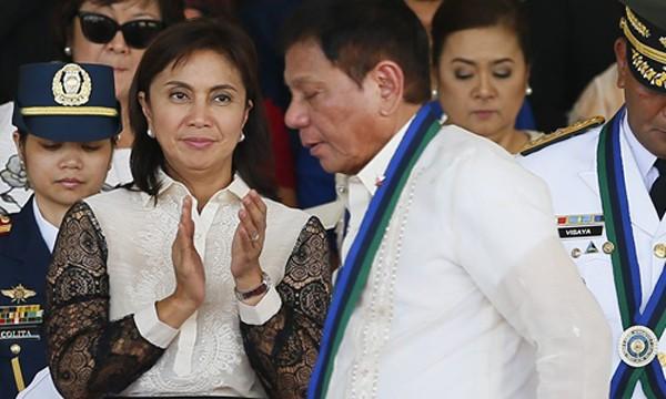 Bà Leni Robredo và ông Rodrigo Duterte cùng xuất hiện tại một sự kiện ở thành phốQuezon, Philippines, hồi đầu tháng 7. Ảnh:AP