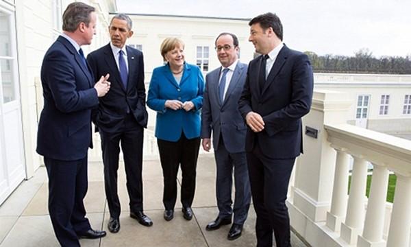 Từ trái sang, cựu thủ tướng Anh David Cameron, Tổng thống Mỹ Barack Obama, Thủ tướng Đức Angela Merkel, Tổng thống Pháp Francois Hollande và Thủ tướng Italy Matteo Renzi gặp nhau tại hội nghị thượng đỉnh G5 ở thành phố Hanover, Đức, hồi tháng 4. Ảnh: Whit