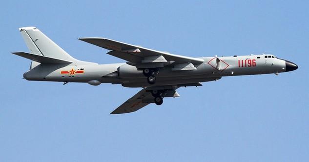 Máy bay ném bom H-6 của Trung Quốc (Ảnh: Warisboring)