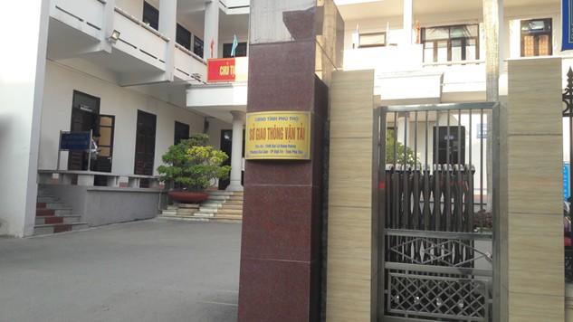 Nhà thầu nhiều lần đến Ban QLDA giao thông Phú Thọ nhưng vẫn không mua được HSMT, lý do là người được giao bán HSMT đang đi công tác