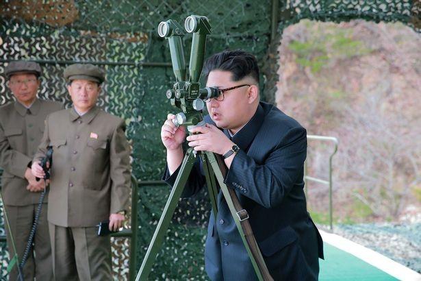 Nhà lãnh đạo Triều Tiên Kim Jong-un thị sát một cuộc tập trận. (Ảnh minh họa: Reuters)