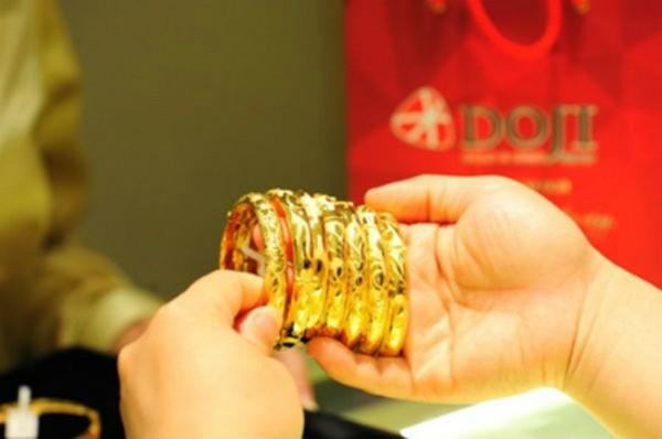 Giá vàng trong nước giảm dè dặt.