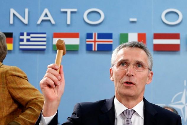 Tổng thư ký NATO Jens Stoltenberg chủ trì một cuộc họp của khối ở Brussels, Bỉ ngày 6/12 (Ảnh: Reuters)