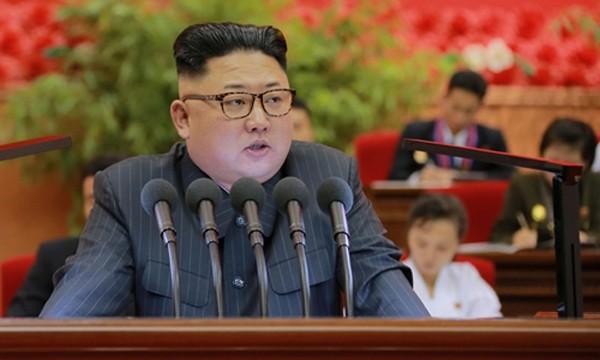 Nhà lãnh đạo Kim Jong-un hồi tháng 9 ra lệnh thử hạt nhân mạnh nhất trước nay, tương đương 10.000 tấn thuốc nổ TNT. Ảnh:KCNA.