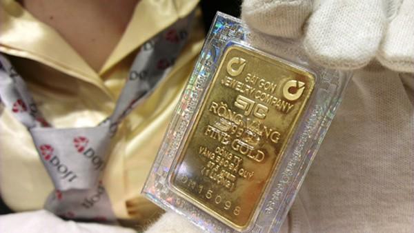 Vàng miếng SJC vẫn cao hơn thế giới 5 triệu đồng.