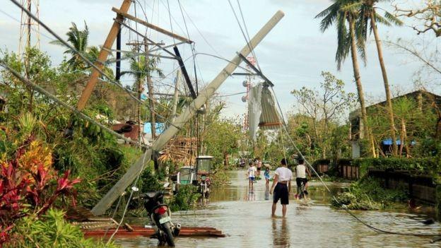 Bão Nock-Ten đã gây ngập lụt và mất điện ở nhiều nơi (Ảnh: Reuters)
