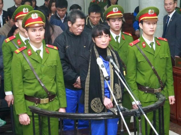 Bị cáo Phạm Thị Bích Lương (cựu Giám đốc Agribank - Chi nhánh Nam Hà Nội) bị tuyên phạt tổng cộng 30 năm tù. Ảnh: Huyền Trang