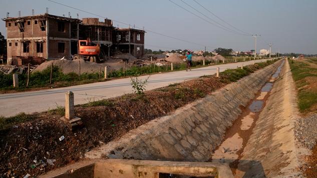 Công ty CP Xây dựng vận tải Trường Tân là nhà thầu duy nhất đã trúng thầu các gói do nhiều UBND xã thuộc huyện Xuân Trường, Nam Định mời thầu. Ảnh: Trần Hòa