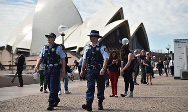 Cảnh sát Australia tăng cường đảm bảo an ninh cho đêm giao thừa. Ảnh minh hoạ:WSJ
