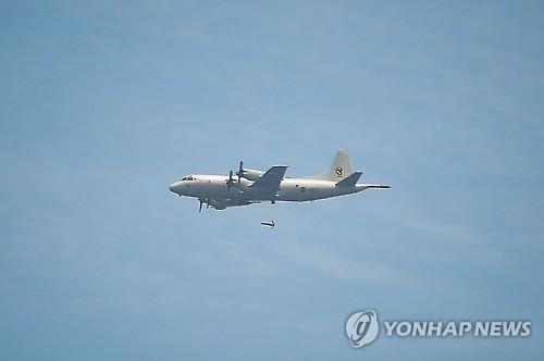 Máy bay quân sự Hàn Quốc đánh rơi tên lửa giữa trời