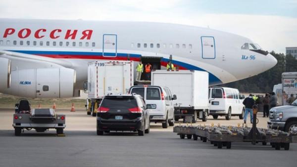 Máy bay Nga đến đón các nhà ngoại giao và gia đình. Ảnh:RTE