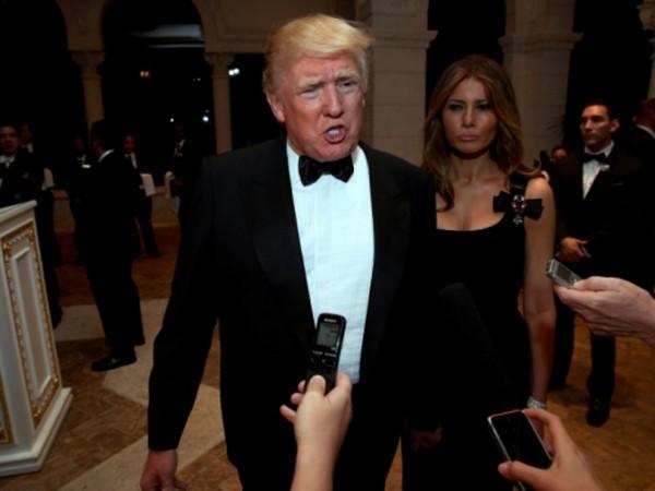 Ông Trump hôm 31/12 trả lời báo chí tại bang Florida trong bữa tiệc năm mới. Ảnh:AP