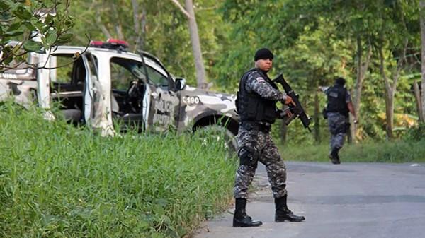 Cảnh sát Brazil truy lùng tù nhân bỏ trốn.Brazil có số lượng tù nhân đông thứ 4 thế giới, với khoảng 600.000 người.Ảnh:AFP
