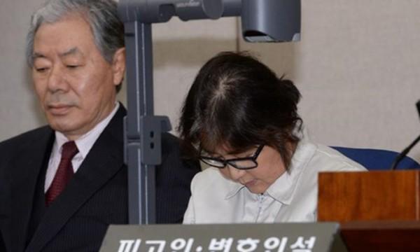 Bà Choi Soon-sil, bạn thân Tổng thống Hàn Quốc Choi Soon-sil trong phiên tòa hôm 19/12/2016. Ảnh:Reuters
