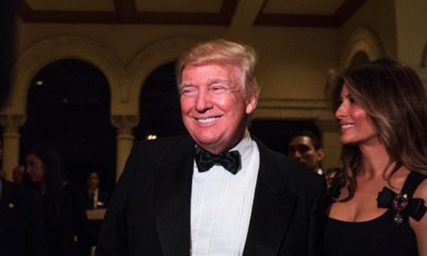 Tổng thống đắc cử Mỹ Donald Trump và vợ, bà Melania, có mặt tại buổi tiệc mừng năm mới ở Mar-a-Lago. Ảnh:New York Times