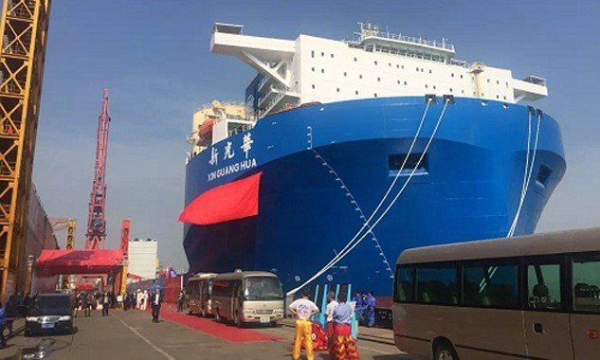 Tàu vận tải bán ngầm cỡ lớn của Trung Quốc. Ảnh:East Pendulum