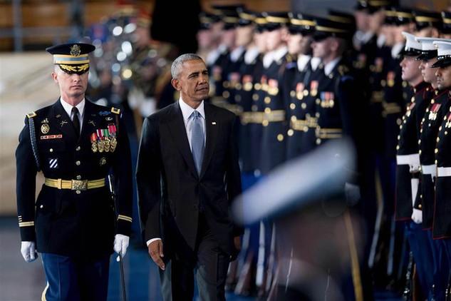 Tổng thống Barack Obama tham dự lễ chia tay lực lượng vũ trang Mỹ tại căn cứ quân sự Myer-Henderson ở Arlington, Washington ngày 4/1 (Ảnh: AFP)