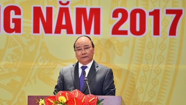 Thủ tướng Chính phủ Nguyễn Xuân Phúc yêu cầu phải có đột phá trong xử lý các ngân hàng yếu kém và nợ xấu. Ảnh: Nhật Bắc