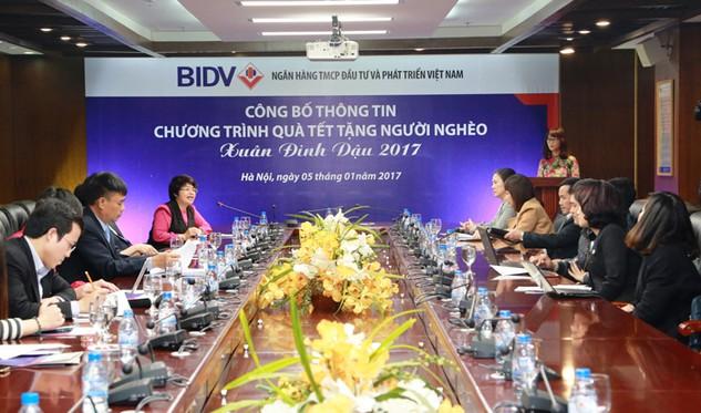 """BIDV tặng đồng bào nghèo 24.000 phần quà trong chường trình """"Tết sẻ chia, xuân ấm áp"""""""