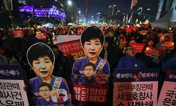 Ước tính nửa triệu người Hàn Quốc hôm nay biểu tình đòi Tổng thống Park Geun-hye từ chức. Ảnh:AFP
