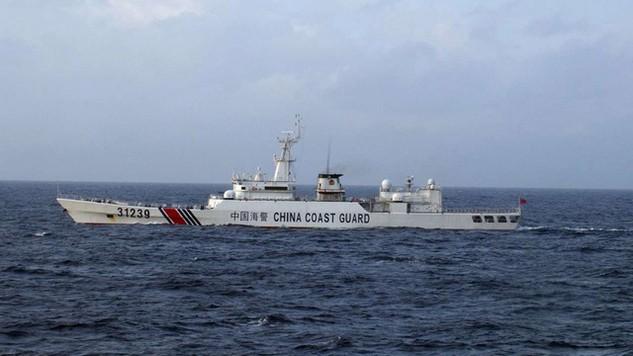 Một tàu của lực lượng tuần duyên Trung Quốc xuất hiện ở Hoa Đông (Ảnh: AFP)