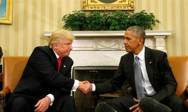 Tổng thống Barack Obama bắt tay người kế nhiệm Donald Trump trong cuộc gặp tại Nhà Trắng ngày 10/11. Ảnh:Reuters