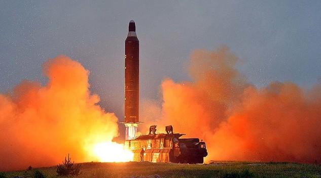 Một vụ thử tên lửa Hwasong-10 của Triều Tiên (Ảnh: KCNA/Reuters)