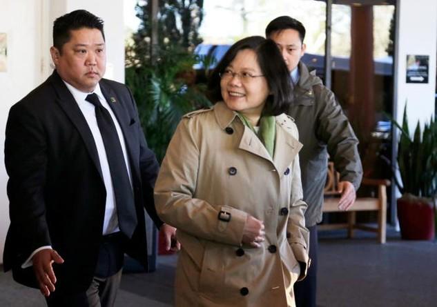 Lãnh đạo Đài Loan Thái Anh Văn xuất hiện ở khách sạn Omni ở Houston, Texas hôm 7/1 (Ảnh: Reuters)