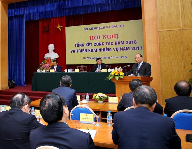 Thủ tướng Chính phủ Nguyễn Xuân Phúc nhấn mạnh, Bộ KH&ĐT phải đi đầu trong cải cách thể chế, tiên phong trong cơ cấu lại bộ máy. Ảnh: Lê Tiên