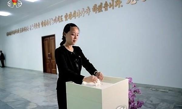 Bà Kim Yo-jong đi bỏ phiếu tại một cuộc bầu cử địa phương năm 2015. Ảnh:Yonhap