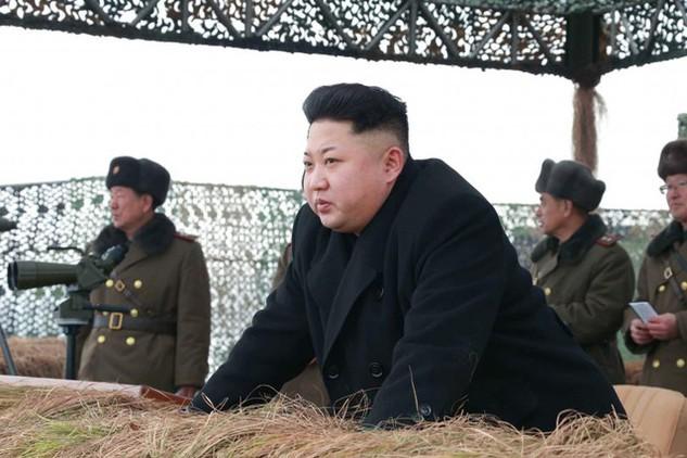 Nhà lãnh đạo Triều Tiên Kim Jong-un thị sát tập trận tại Bình Nhưỡng (Ảnh: KCNA)
