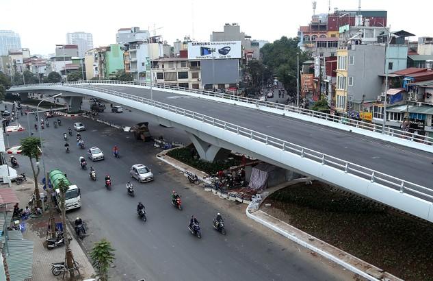 Công ty CP Cơ khí 4 và Xây dựng Thăng Long là nhà thầu thi công cầu vượt Ô Đông Mác - Nguyễn Khoái. Ảnh: Văn Tuyến