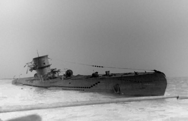 Chiếc U-570 sau khi bị bắt giữ. Ảnh:History Wings.