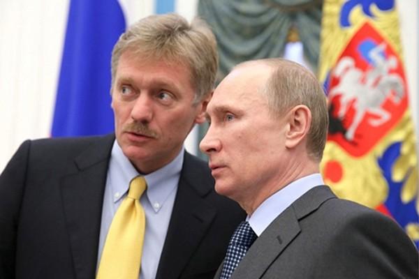 Người phát ngôn Điện KremlinDmitry Peskov và Tổng thống Nga Putin. Ảnh:TASS