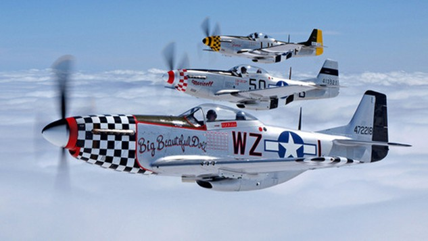 Biên đội P-51D Mustang bay biểu diễn. Ảnh:Wikipedia.